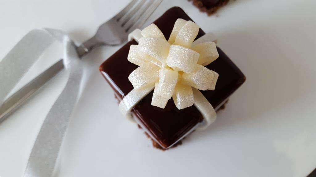 chocolate present pastry