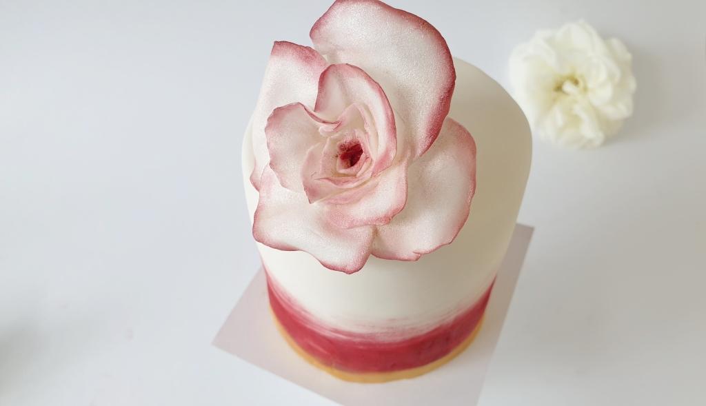 mini bruidstaart met fondant roos