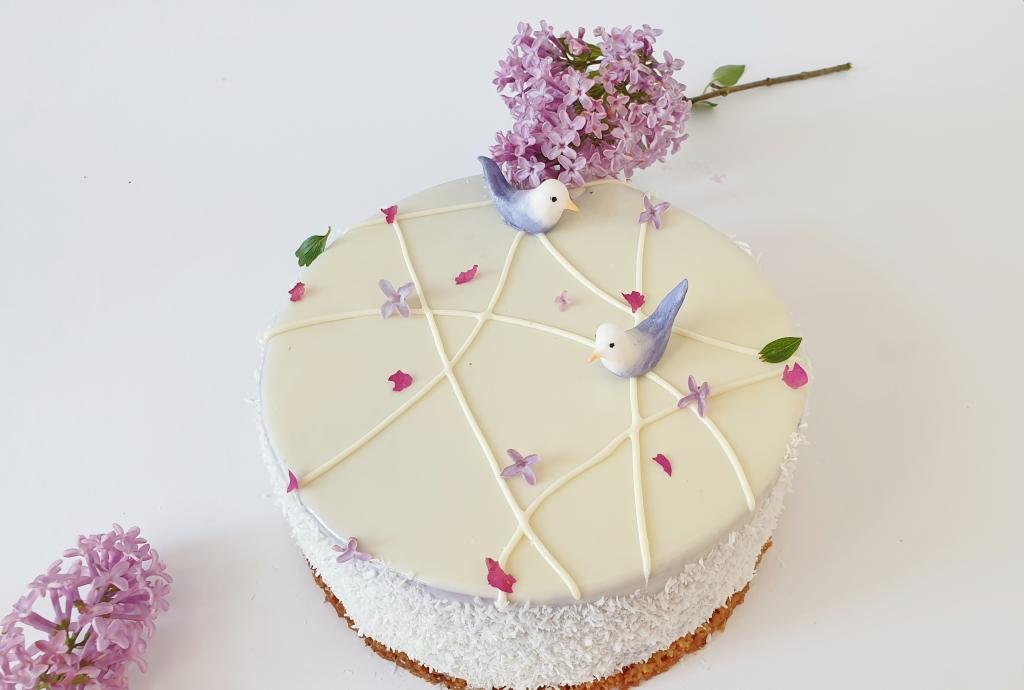 taart met fondant vogeltjes en bloemen