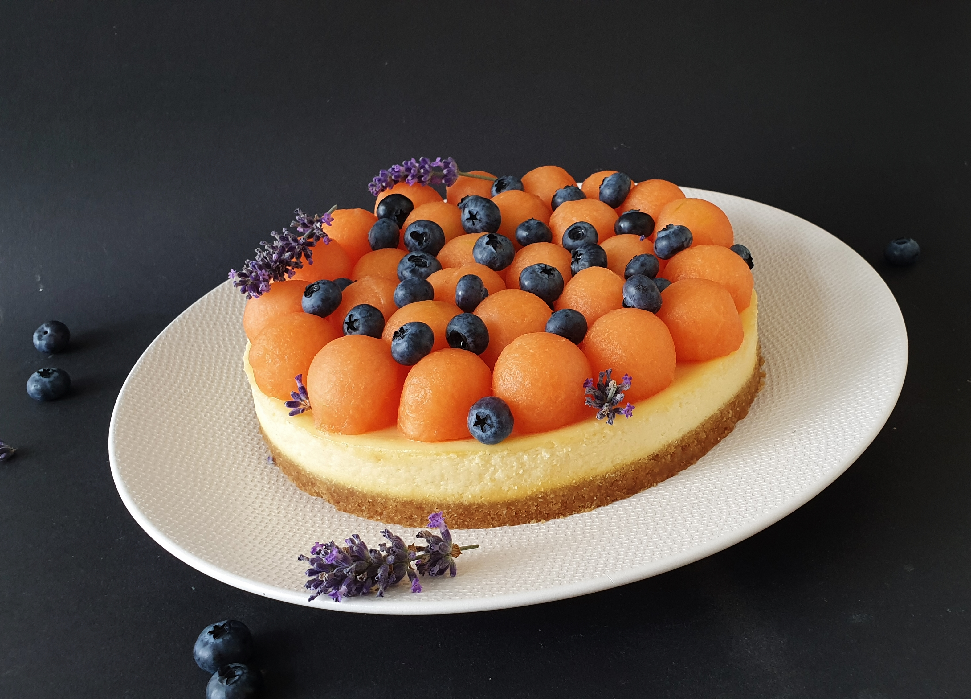 cheesecake with melon and blueberries