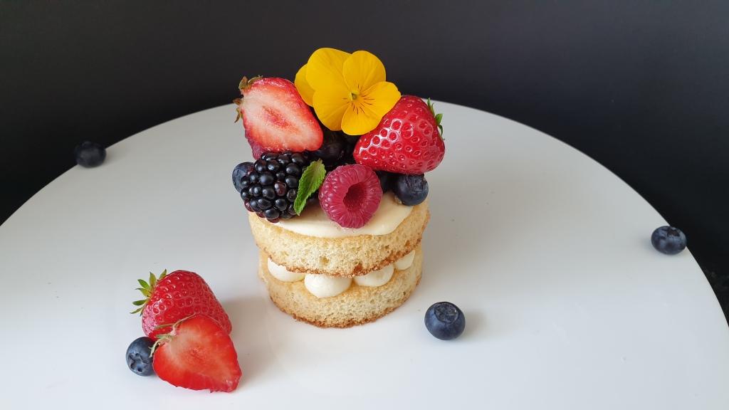 mini naked cakes with fresh summer fruit