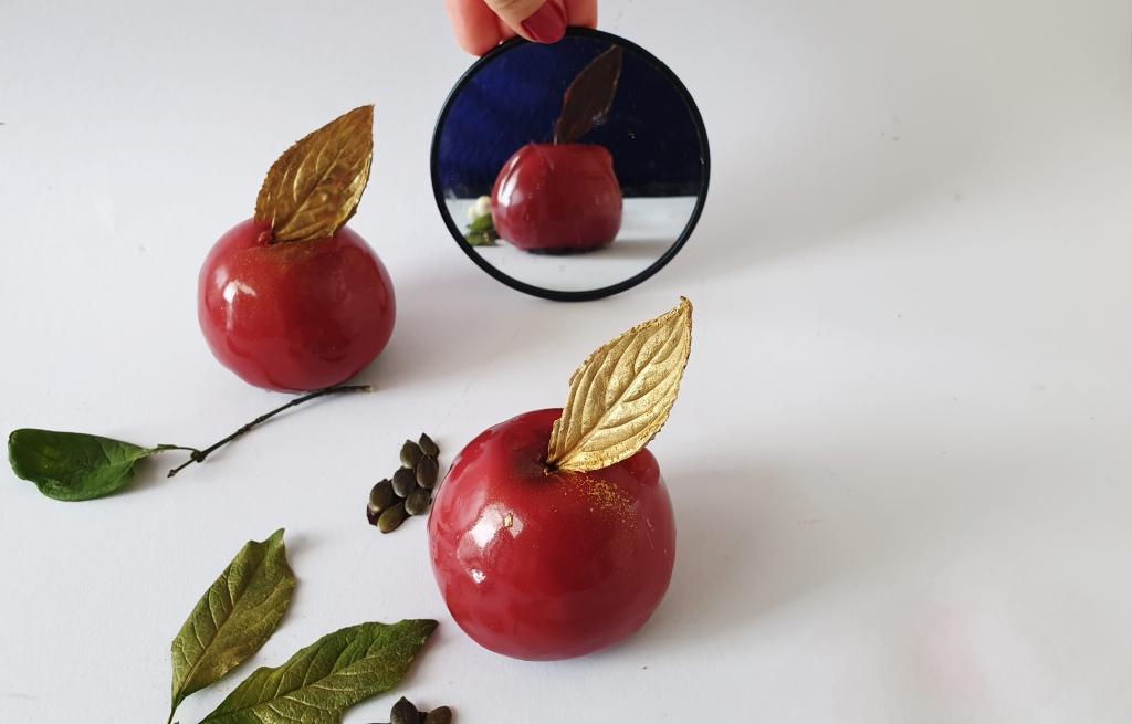 gebakje in de vorm van een appel